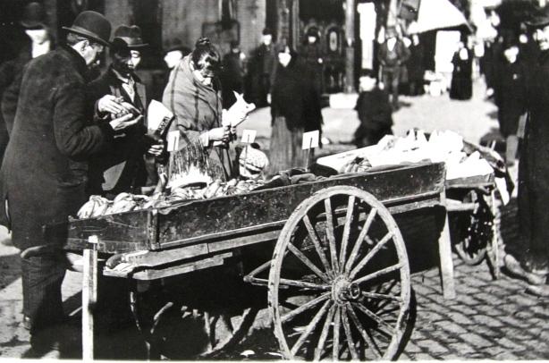Street Vendor Banana - New York City 1909