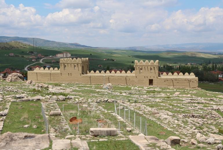Hattusa city wall