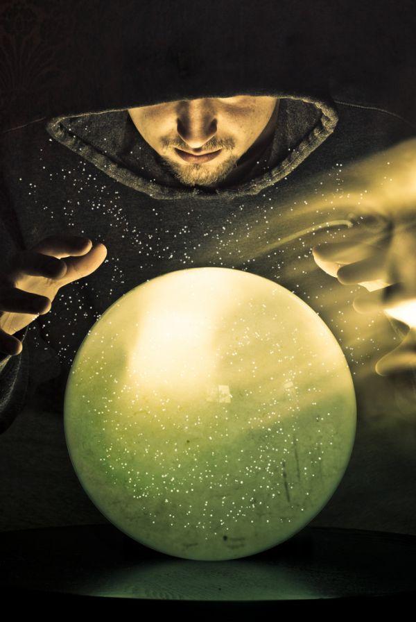 wizard-fantasy-crystal-ball-future-tell