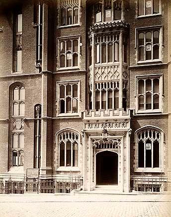 Mowbray_House,_Norfolk_Street,_Victoria_Embankment
