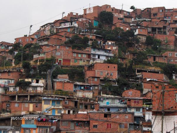 barriolaindependencia medellin slum