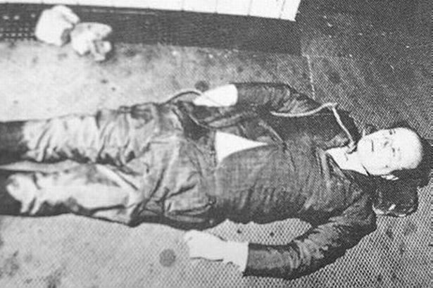 SUNDAY MIRROR ONLY Roberto Calvi's body