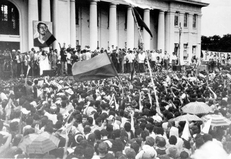 (foto de archivo, jv)Sandinistas reunidos en la Plaza de la Republica, celebrando aniversario del triunfo de la revolucion, julio 19 de 1990. LA PRENSA/farid abraham