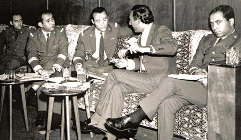 Après le coup d'Etat manqué de 1972, le roi Hassan II avait déclaré avec malice dans une interview restée fameuse qu'il venait de découvrir le véritable rôle d'Oufkir : «Depuis quelques jours, je me pose la question. On aurait dit que la Résidence nous avait servi Oufkir comme sur un plateau. Le 16 novembre 1955, jour du retour de mon père à Rabat, il se trouva déjà à ses côtés dans le Delahaye noire. Ce n'est que depuis trois jours que je me demande pourquoi il nous fût ainsi «servi» dès le début.»