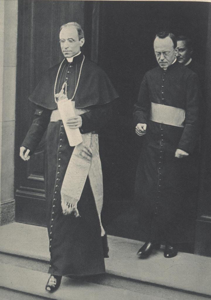 Nuntius_Pacelli_und_Pater_Leiber_1929