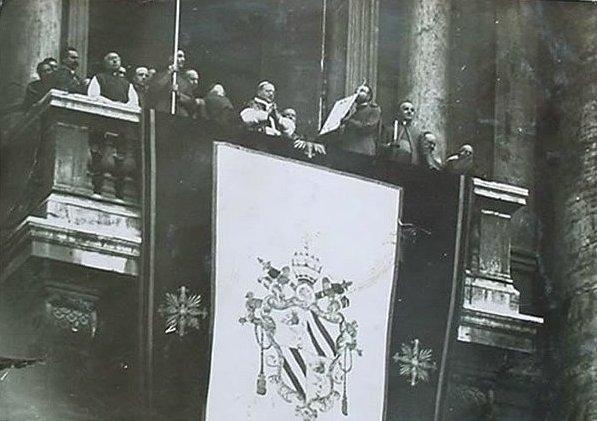 Primera_bendicion_pio_XI banner of pius ix 1946